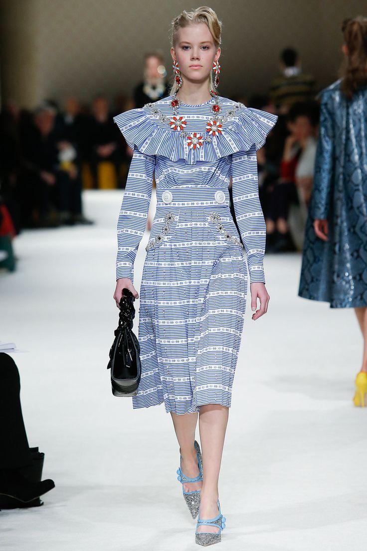 http://www.style.com/slideshows/fashion-shows/fall-2015-ready-to-wear/miu-miu/collection/38 Miu Miu Fall 2015 Ready-to-Wear - Collection - Gallery - Style.com