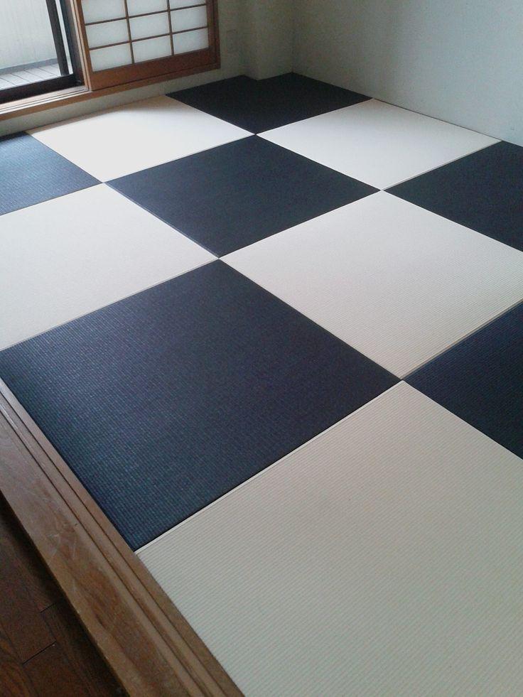 カラー和紙畳。墨色&ベージュの2色使い。今まで普通の畳を使っていましたが、今回思い切ってイメージチェンジ。モダンな印象になりますね。和紙畳は変色しない新機能畳です。