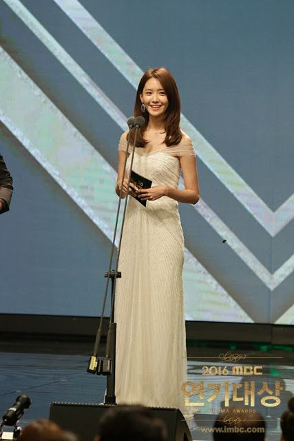 SNSD YoonA presented an award at the 2016 MBC Drama Awards ~ Wonderful Generation ~ All About SNSD, Wonder Girls, and f(x)