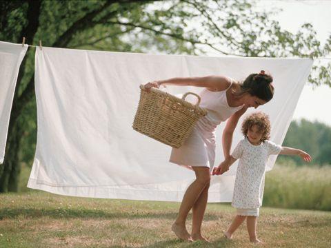 Richtig Wäsche waschen. 10 Tipps von Yvonne Willicks. Zum Beispiel: So wird man gelbliche Deo-Flecken wieder los #lifehack