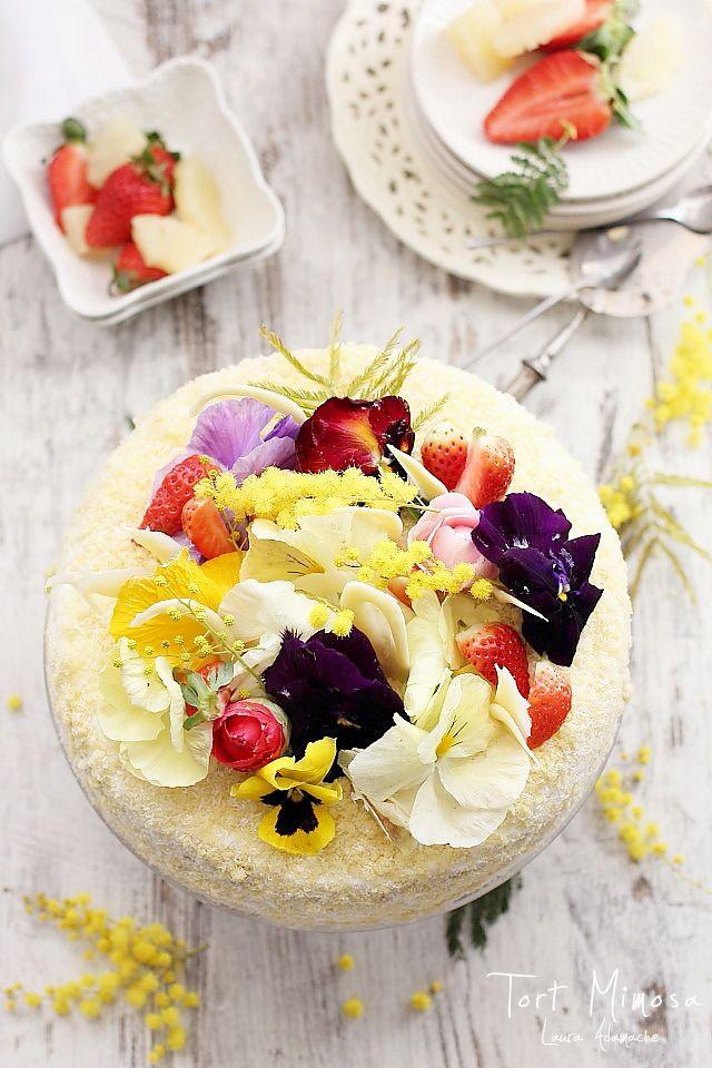 Tort Mimoza cu crema de vanilie si ananas pentru 8 martie, ziua internatioanala a femeii. Reteta de tort mimoza cu pandispan pufos si ananas.
