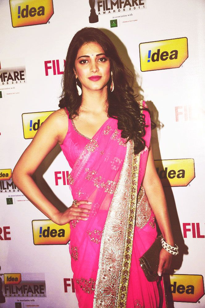 Shruti Hassan @ Filmfare Awards, South, 2012 in Pink Manish Malhotra Saree