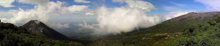 Complejo Los Volcanes - foto del Izalco y Santa Ana tomada desde El Cerro Verde por Joaquin Aragon | El Salvador |