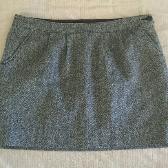 Old Navy Lined with hidden zipper and button closure. The rounded sides and pleats in front create the cute balloon look. Old Navy Skirts Mini