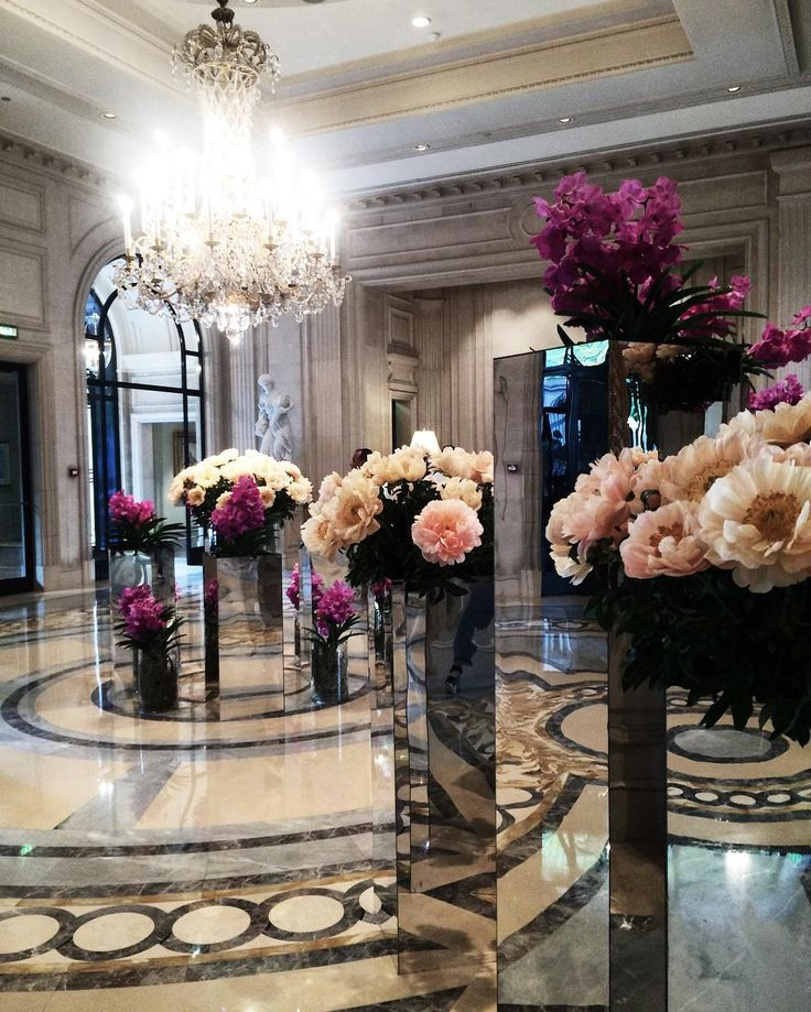 Lobby at the Four Seasons Hotel George V, photo by @ marieandmood