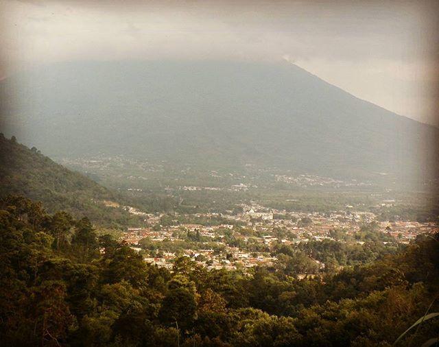 Antigua Guatemala Volcan de Aqua in the background.  #guatemala #antiguaguatemala #volcano #picoftheday #hikingadventures #climbing #views #vacation #holiday #holyweek #semanasanta #seeyouinguatemala #australia #instagood #instagram #japan #centralamerica
