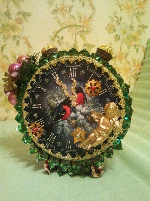 Часы новогодние.  Основа коробка печенья