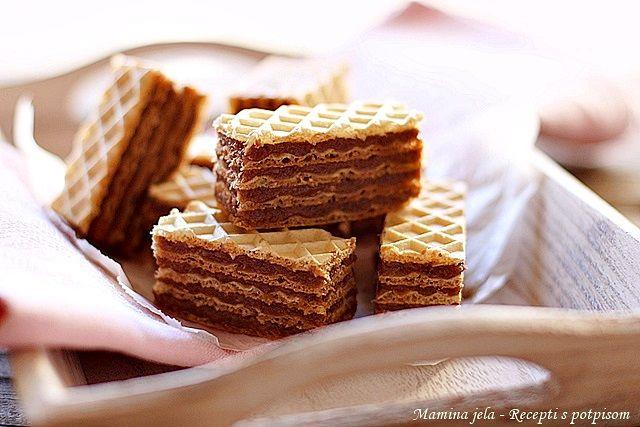 Sastojci   5 listova oblatni srednje veličine   3 dcl. mleka  250 g. šećera  250 g. maslaca ili margarina  100 g. čokolade za kuvanje  30...