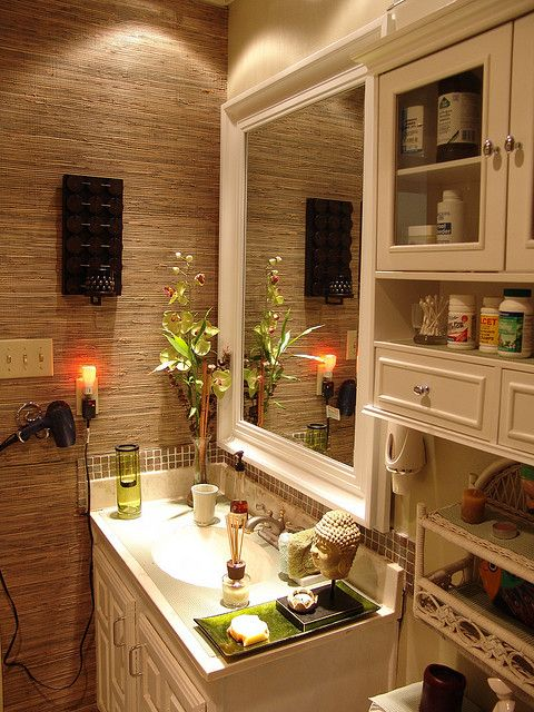 Bamboo wallpaper in a bathroom