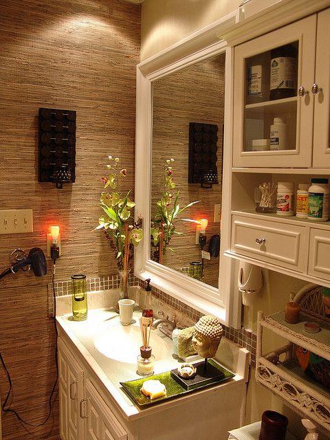 Bamboo wallpaper in a bathroom