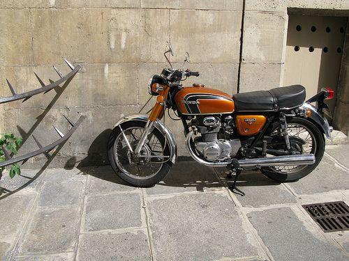 Honda CB350 in Paris