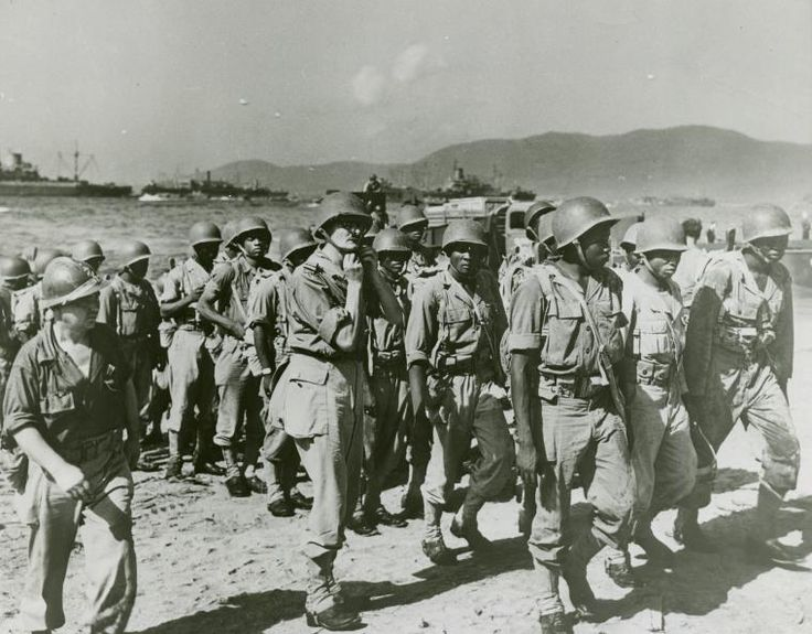 Senegalese warriors landed by the Coast Guard. Senegalese soldiers with the French Army.