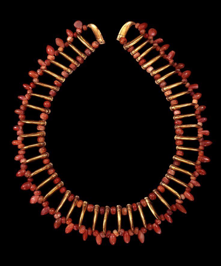 Necklace with claw-shaped beads, Colombia, Tairona, AD 900–1600. © Museo del Oro – Banco de la República, Colombia.