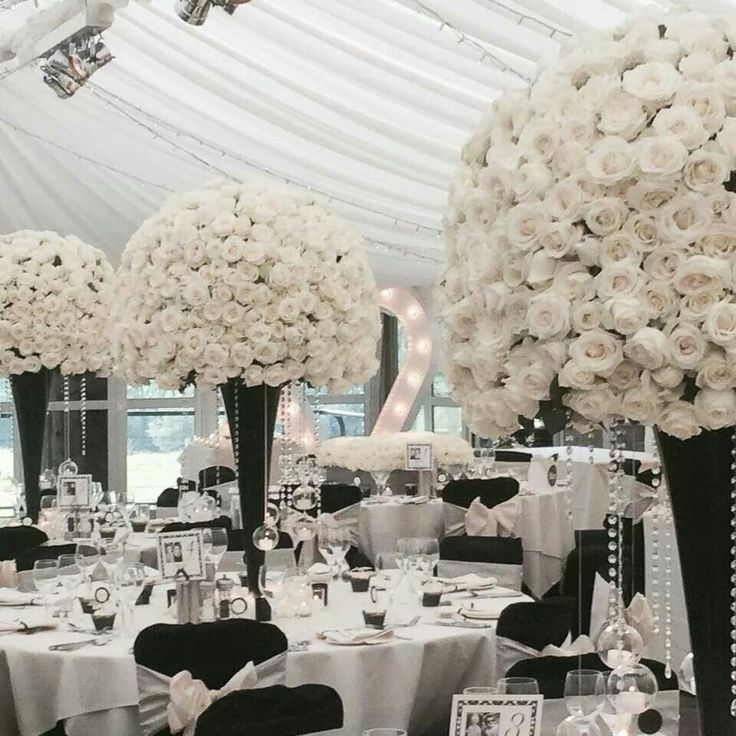 Gorgeous black and white centerpieces The 1789