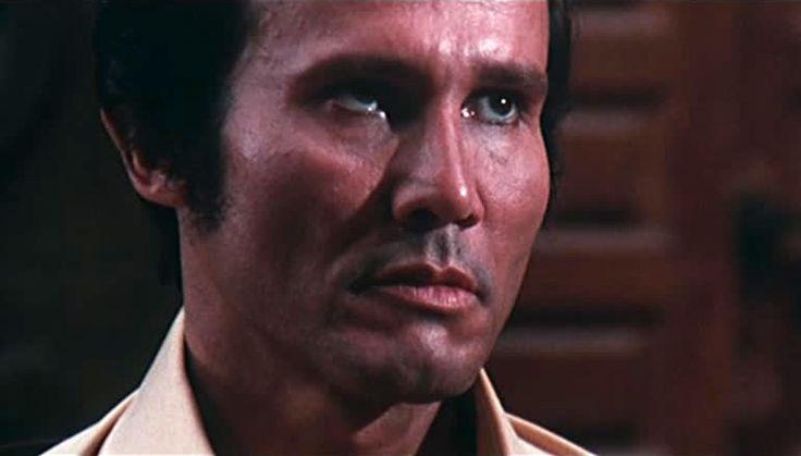 """Henry Silva in una sequenza del film """"Quelli che contano"""""""