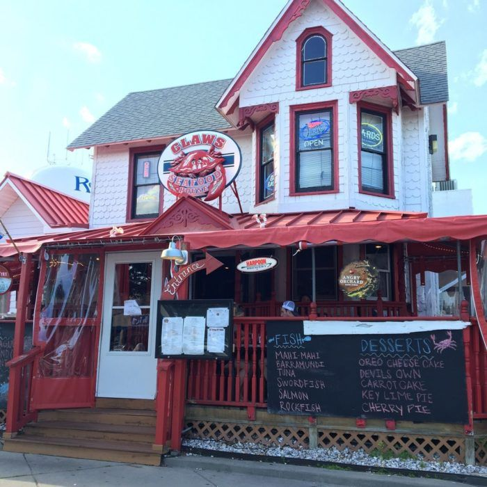 11 Famous Restaurants In Delaware That Are So Worth Waiting In Line For Delaware Restaurants Crab Dip Seafood House