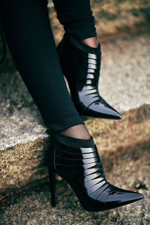 Cerramos el mes con Luxury Connoisseur || kallistos Stelios Karalis ||   •.♡ Follow me & ShoesThank God I'm a Girl