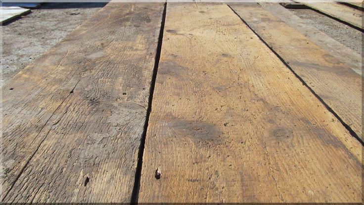 Egyedi fa falburkolat antik dszkákból