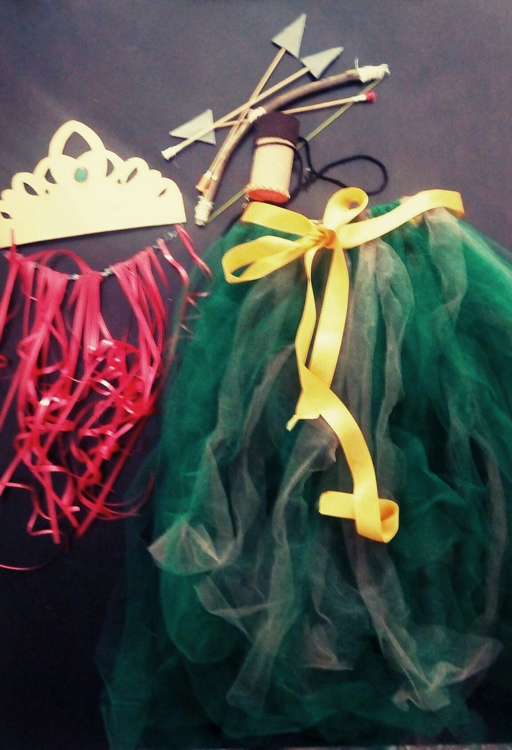 Diy.  Mérida Brave little girl costume.  Tutu.  Arrows.  Red hair and crown.  Disfraz de Mérida.  Para mi princesa Valiente