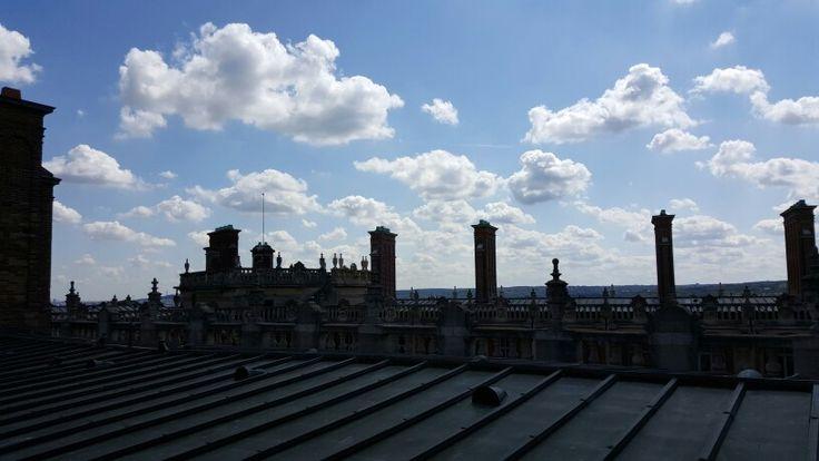 Les cheminées des toits du château de Saint-Germain-en-Laye abritant le musée d'Archéologie nationale.