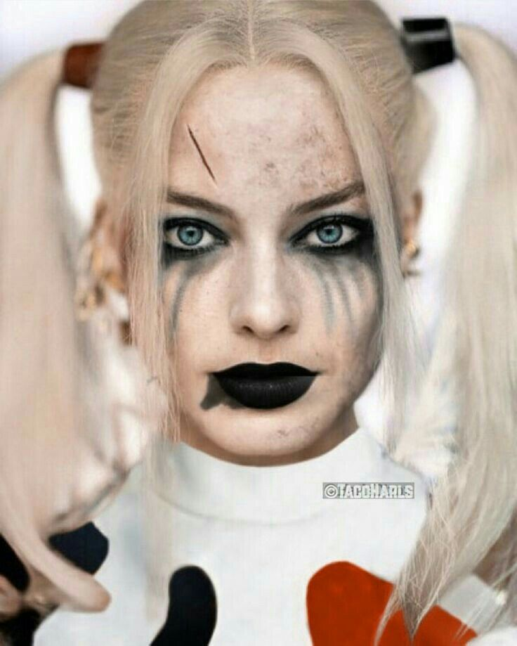 While I really liked Harley's costume in Suicide Squad; it woulda been cool to see the OG costume!