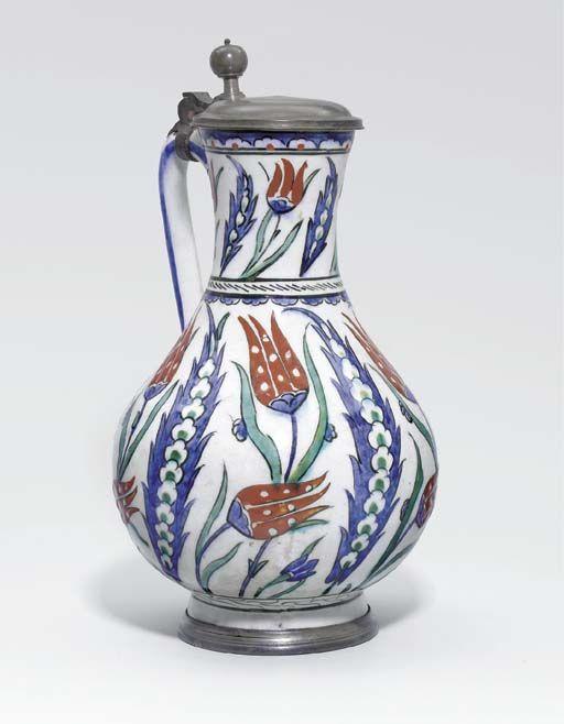 AN IZNIK POTTERY JUG OTTOMAN TURKEY, CIRCA 1580-90
