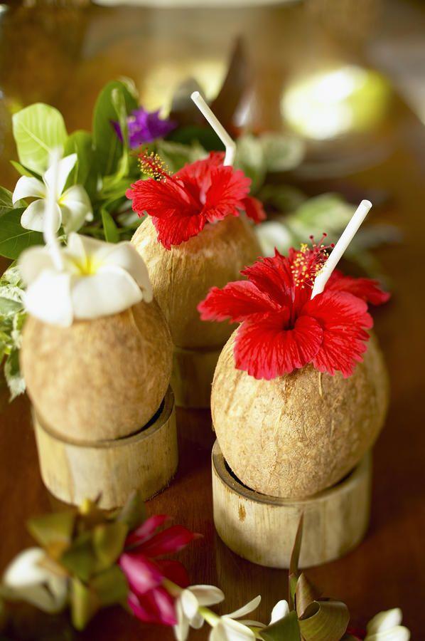 Bedrijfs-Feestavonden: Caribbean Party Waan je in op een tropisch eiland en geniet van de bijpassende aankleding en drankjes <3 www.bluelagoon.nl