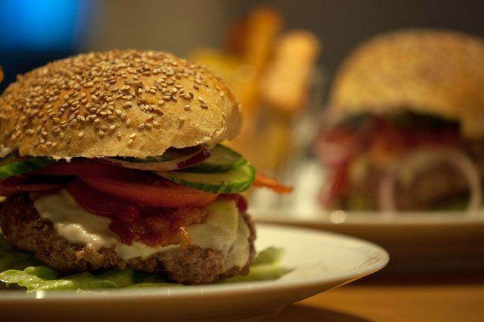 Lækre hjemmelavede burgere med guacamole -