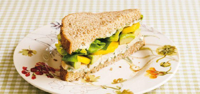 YUUUUUUUMY! :)  Sandwich au poulet, à la mangue et à l'avocat Recettes   Ricardo
