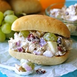 A healthy, Greek yogurt chicken salad with tart apples, sweet cranberries and plump grapes. And it takes only 5 minutes to make!
