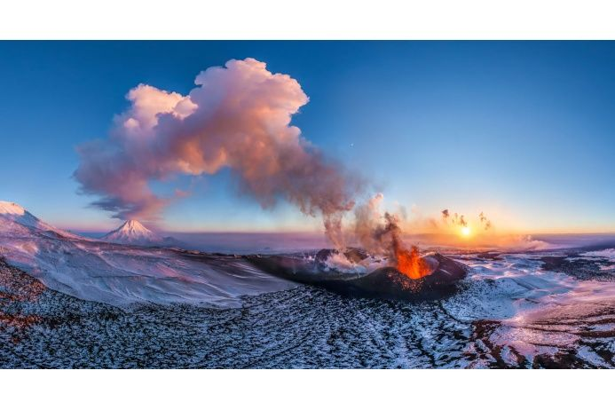 Извергающийся вулкан Толбачик, Камчатка