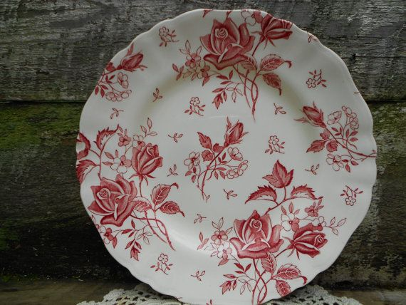 "Red ""Tudor Roses"" DINNER PLATE by J & G Meakin  10"" Vintage English Transferware Dinner Plate"