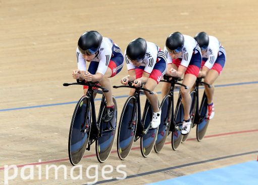 Great Britain's Laura Trott leads the team in the Women's Team Pursuit Qualification during day two of the UCI Track Cycling World Championships at Lee Valley VeloPark, London. 2016 UCI Track Cycling World Championships - Day Two