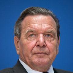 Gerhard Schroeder presents Helmut Schmidt biography in Berlin