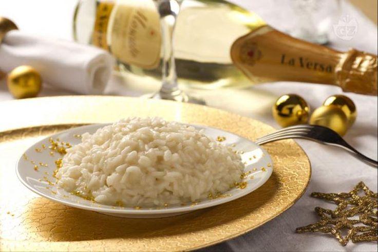 O risoto Champagne é um prato clássico, de preparação simples, execução rápida, leve e muito elegante. Adequado para uma ocasião importante, como festas de fim de ano ou para o Dia dos Namorados. A simplicidade dos ingredientes é reforçada pelo … Continuar lendo →