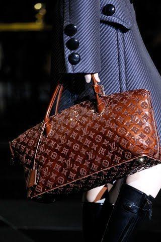 Louis Vuitton. This bag is magnificent!