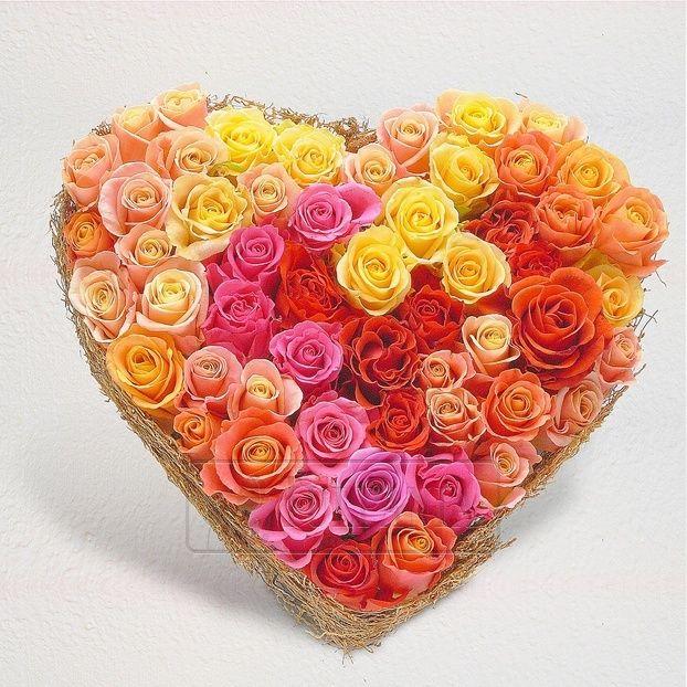 Сердце из разноцветных роз. Заказ цветов в Киеве. Цветочный интернет магазин Тюльпания