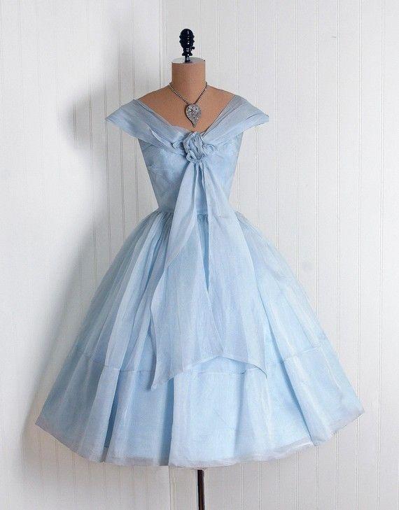 Utterly divine dress ... so Grace Kelly