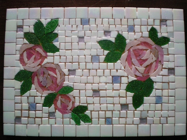 Roses -cofee table, via Flickr.
