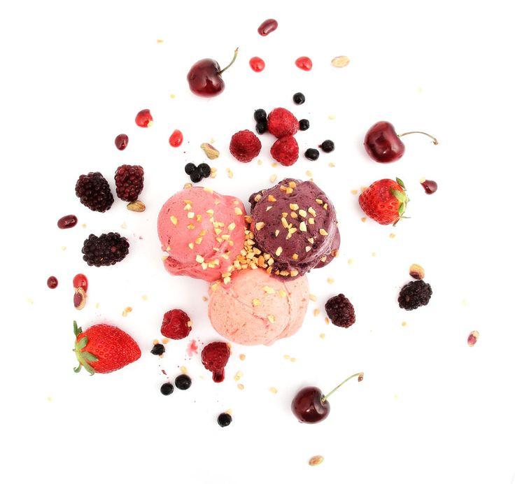 Maduixa, fruits del bosc i mora.  Topping de fruits secs i coulis de fruits del bosc