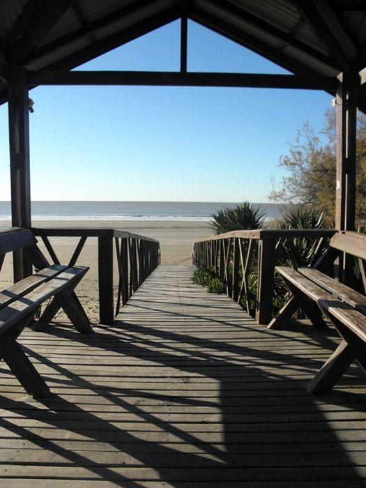 Mañana invernal en la playa. Las Toninas, Buenos aires.