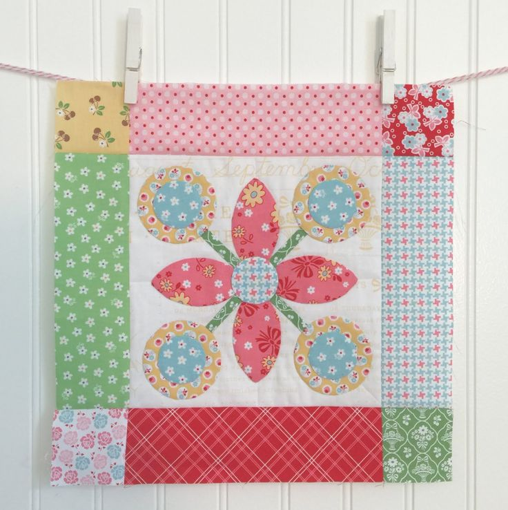 BLOOM Sew Along! 19 by Lori Holt Applique  and quilt flower block