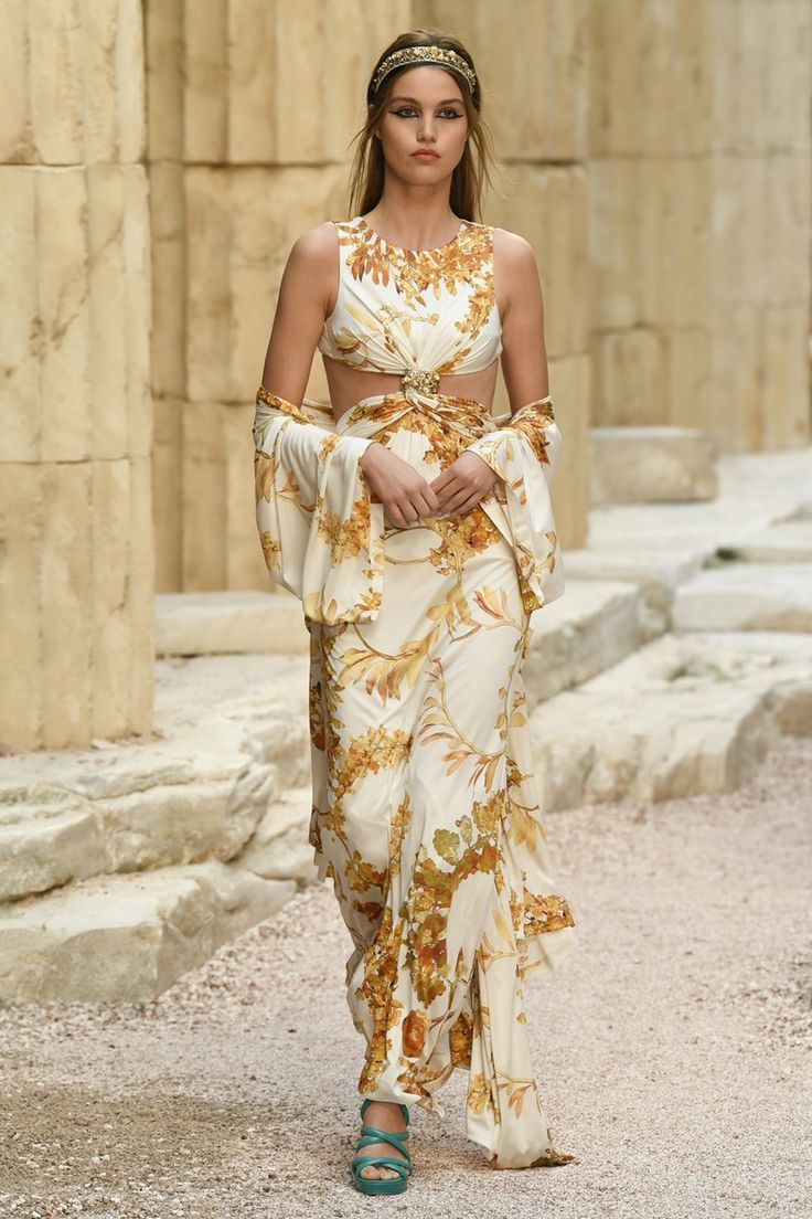 Chanel | Cruise 2018 | Look 70