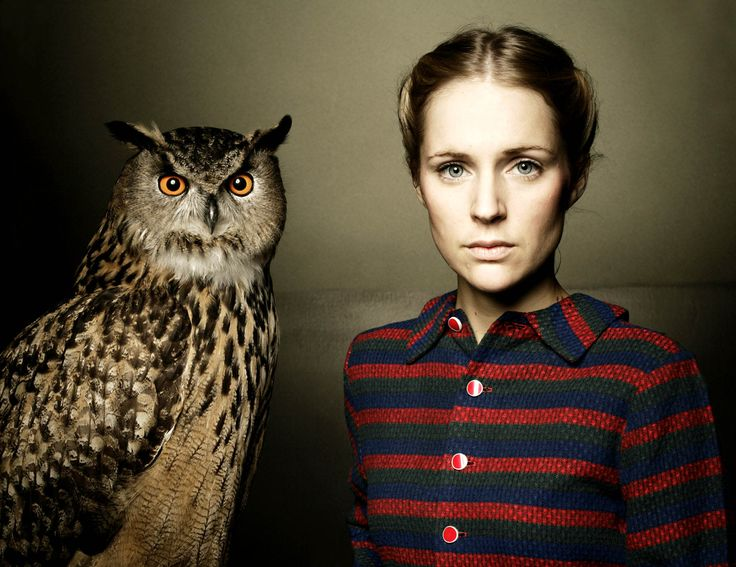 Beautiful in looks, voice and songs, Agnes Obel brought with her a new appreciation to the classical sounds like piano and harp. Her music leaves you floating away.  Just So - https://www.youtube.com/watch?v=5NmjJeNFUVU Riverside - https://www.youtube.com/watch?v=vjncyiuwwXQ&list=PL9A5DF3D7B12D1FDF Philharmonics - https://www.youtube.com/watch?v=mNrphZgtGKg Dorian - https://www.youtube.com/channel/UC23qupoDRn9YOAVzeoxjOQA