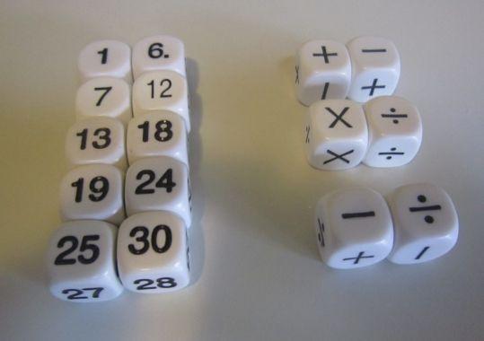 Door middel van deze dobbelstenen kunnen kinderen op een speelse manier verschillende bewerkingen oefenen. Deze set bestaat uit: 2 x dobbelsteen 1-6 2 x dobbelsteen 7-12 2 x dobbelsteen...