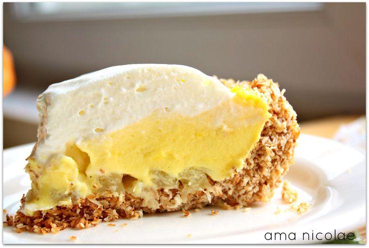 O tarta cu blat de cocos, crema delicioasa si ananas racoritor!