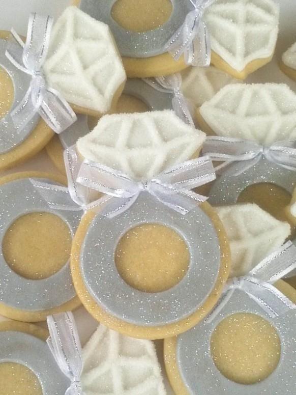 Biscoitos em forma de anel de noivado. Uma gracinha #bridalcookies
