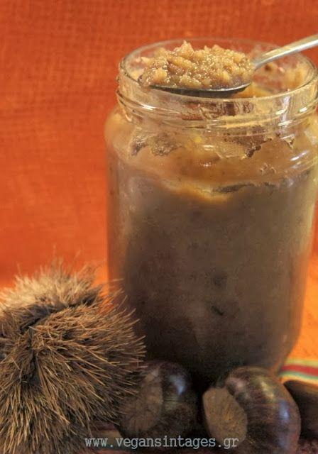 Υλικά   2 κιλά κάστανα βρασμένα και καθαρισμένα   1.5 κιλό ζάχαρη   3 ποτήρια νερό   1 ξυλάκι κανέλα   2-3 γαρύφαλλα   1 βανίλια   1 σ...