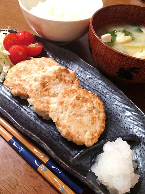 豆腐入り鶏つくね。おろしポン酢で(^-^) - 2件のもぐもぐ - 鶏つくね,付け合わせ野菜,味噌汁,白米 by omamisan