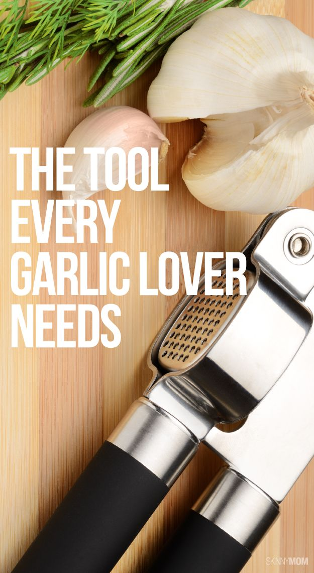 How to use a garlic press